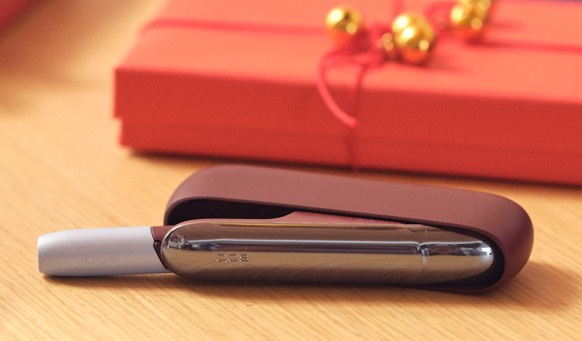 IQOS 3 DUO in Frosted Red next to red gift box